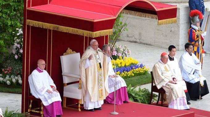 El Papa Francisco durante la Misa de Pascua de Resurrección. Foto: Lucía Ballester / ACI Prensa.