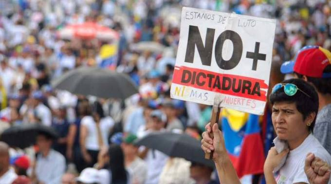 Manifestante durante protesta contra el gobierno de Nicolás Maduro / Foto: Facebook Voluntad Popular