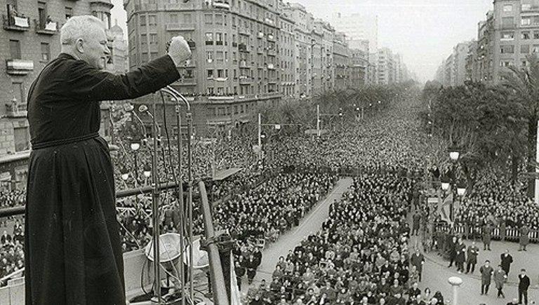 El padre Peyton, predicando en Barcelona en 1965.